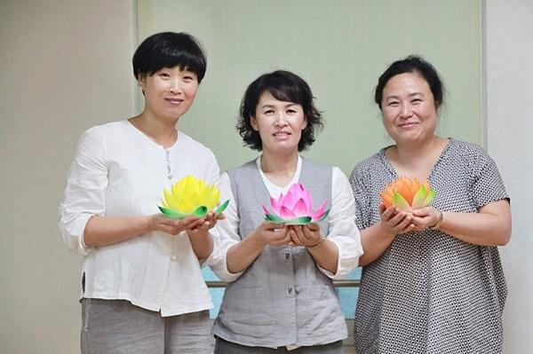 신입 정회원들의 밝은 미소 : 왼쪽부터 김채선님, 김효영님, 홍순조님