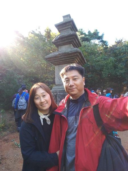 경주 남산순례에 함께한 라도일, 김정원 부부