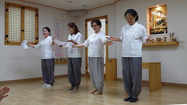 2016 봄불교대학 주간 축하공연 (왼쪽부터 문정은, 최경인, 김계주, 이영선)