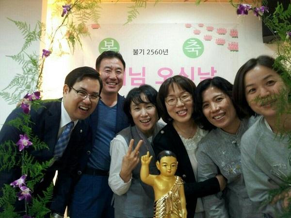 불교대학 동기 도반과 함께(오른쪽 두 번째 오인숙 님)