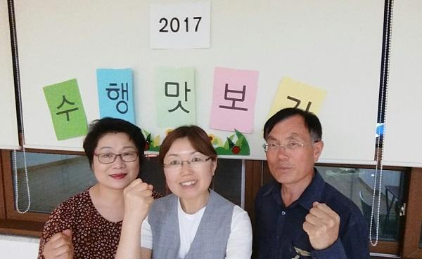 불교대학에서의 '수행 맛보기' (왼쪽이 문정숙 님, 오른쪽이 차영주 님)