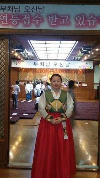 2017년 부처님 오신날 서초법당 헌등 봉사활동 중인 탁영희 님