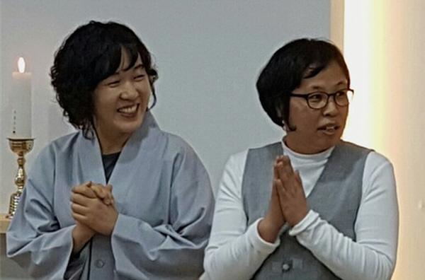 불사팀 담당자 강승연 님 (좌), 하남법당 수행법회 주간담당자 하연실 님(우)