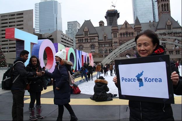 토론토 평화 시위에 참여한 부동지 님