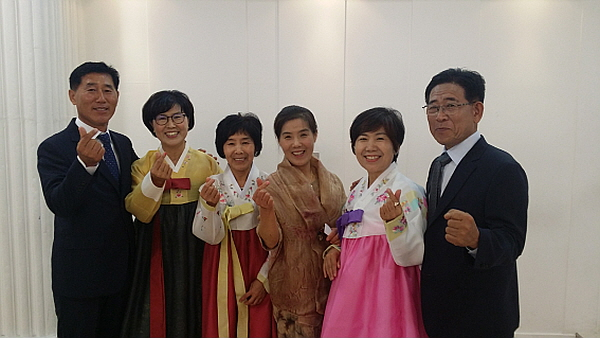 왼쪽 두 번째 필리핀 언니 한금화,네 번째 한춘화, 다섯 번째 한순화 님
