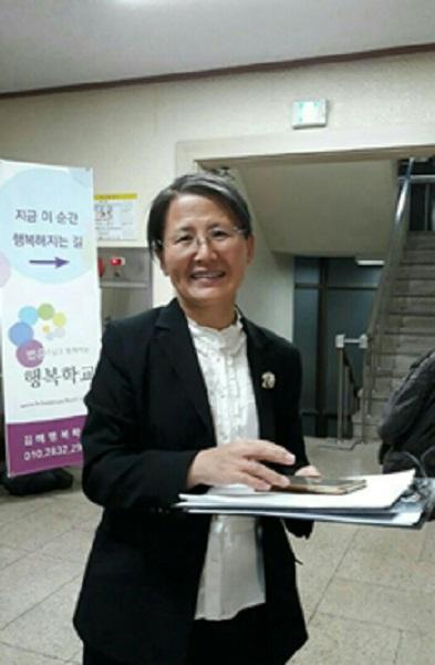 행복강연회 준비하는 주인공