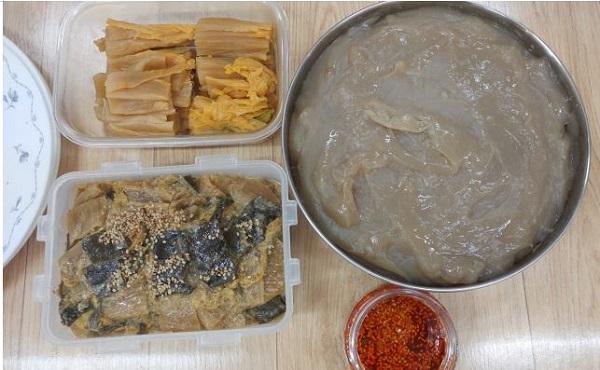 자투리 음식을 나눠 먹었어요 - 묵은지 김치찜, 버려질뻔 한 고구마 자투리로 만든 고구마묵