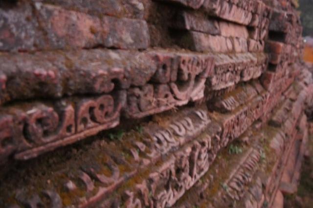 쿠단 벽돌에 새겨진 아름다운 문양들