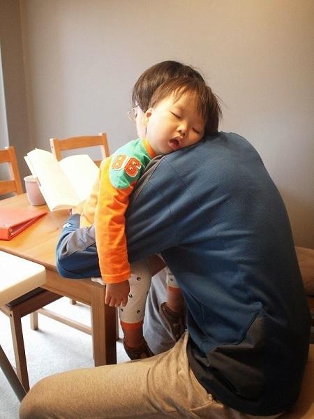 아가는 코~낮잠 자고 아빠는 이틈에 책 읽고~~