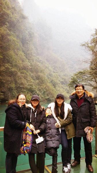 가족과 함께 나들이에서 찍은 사진