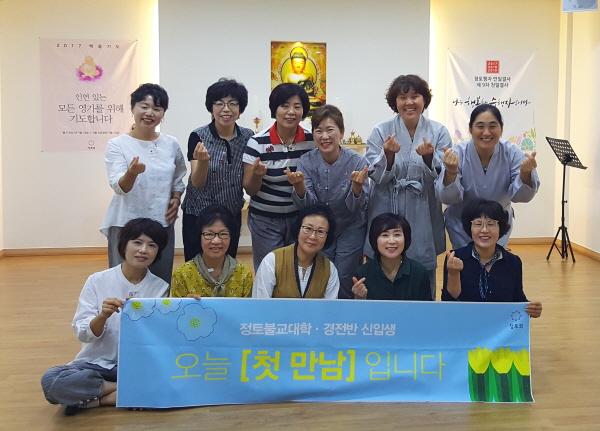경전반 졸업식 (뒷줄 맨 오른쪽)