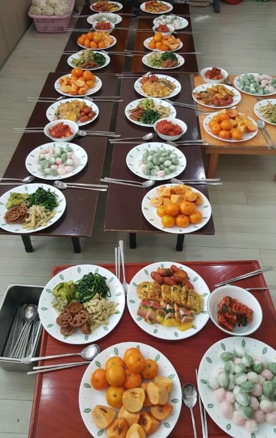 봉사자들이 준비한 음식들