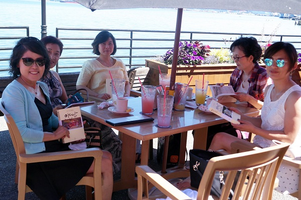 북클럽 7월 첫 번째 모임 (왼쪽부터 남희숙, 이혜정, 박선민, 변경임, 김유경 님)