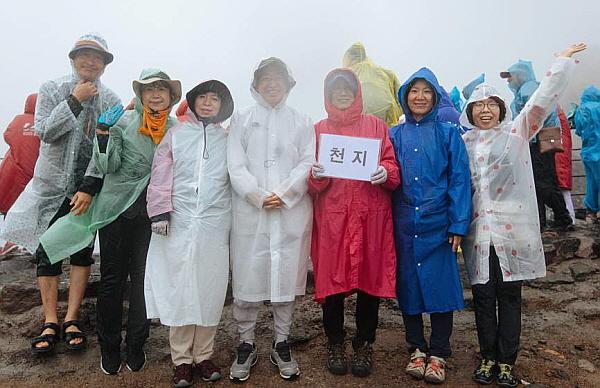 동북아역사기행에서 기념촬영 (왼쪽 두 번째)
