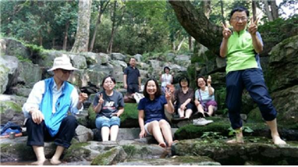 경전반 나들이에서 즐거운 한때를 보내고 있는 장미애 님 (오른쪽에서 두 번째)