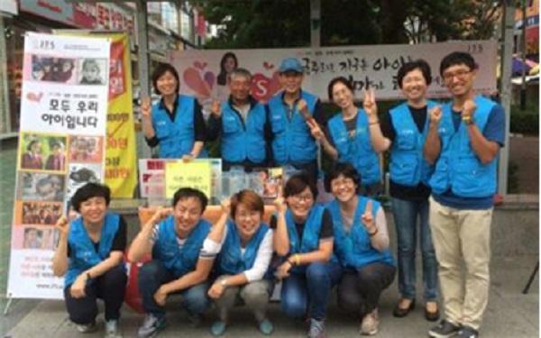 지난 9월 JTS모금참여자들과 함께한 남선진 님 (앞줄 왼쪽에서 세 번째)