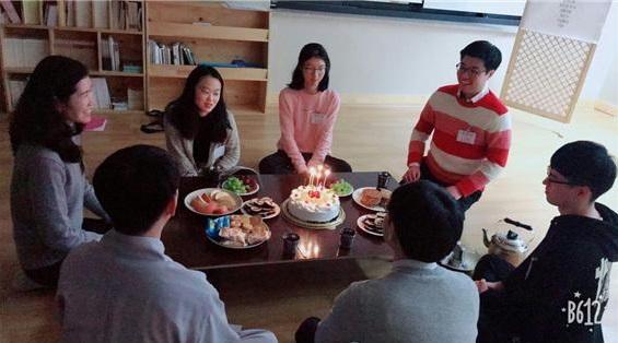 불교대학 학생의 생일을 축하하며