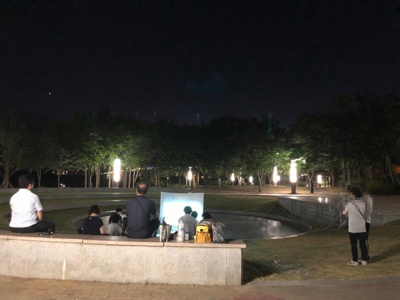 한여름밤의 별과 바람과 함께 하는 야외법회