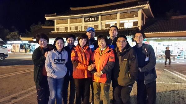 2016년 가을 불교대학교 저녁반 남산순례 (왼쪽 첫 번째 윤옥희님)