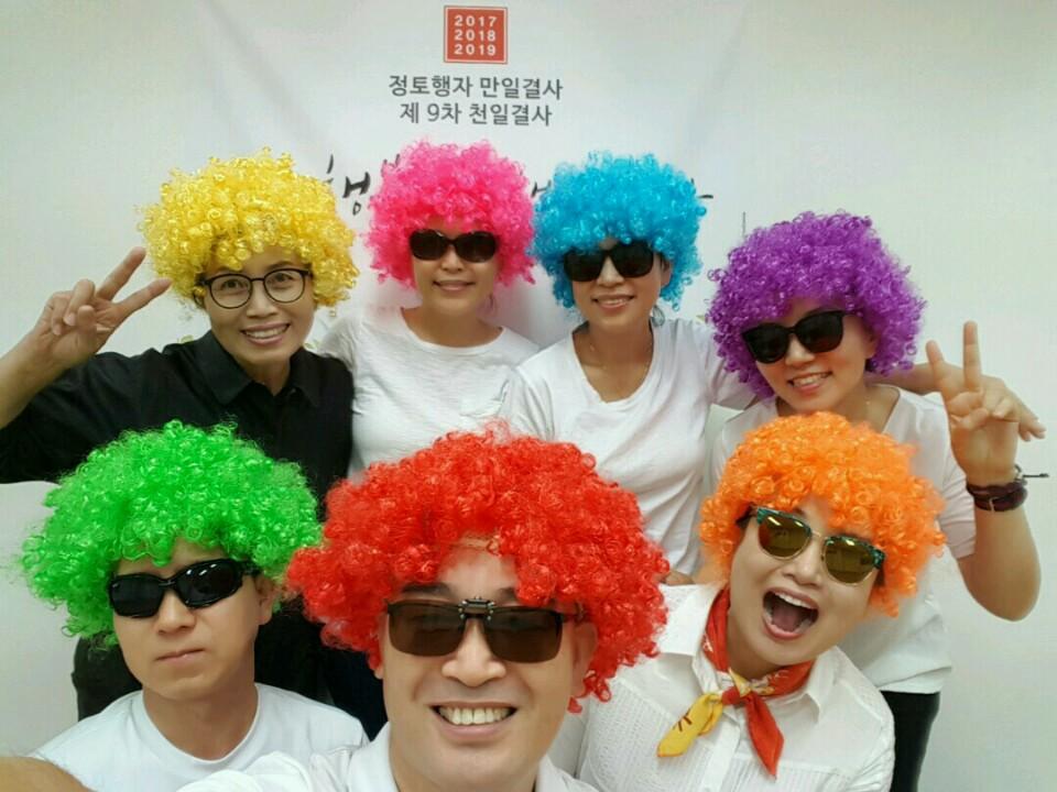 가을불교대학 입학식 공연 (앞줄 왼쪽부터 박진영, 한장수, 고혜경 /뒷줄 왼쪽부터 임순옥, 권영, 오세오, 박은숙)