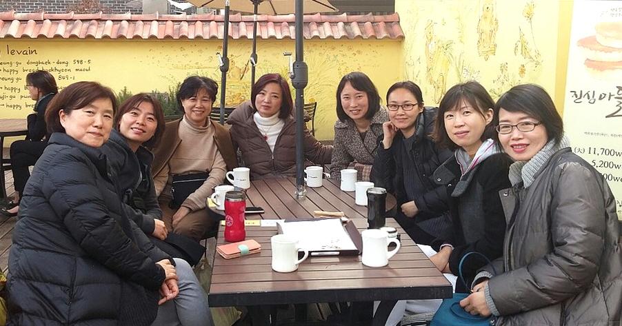 동지법회 봉사 후 도반들과 즐거운 커피 타임.