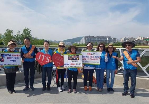 순천만 국가정원 박람회장에서 단체사진