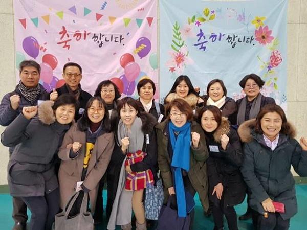 2018년 2월 충주에서 열린 졸업식에서 경전반 졸업생과 함께(아래줄 맨 왼쪽이 문경민 님)