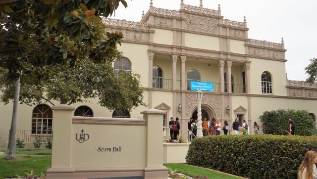 Humanities Center가 있는 Serra Hall, 샌디에이고 대학교