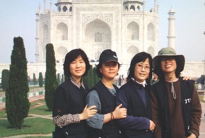 2007년 인도성지순례 (왼쪽 첫 번째 신강희 님)