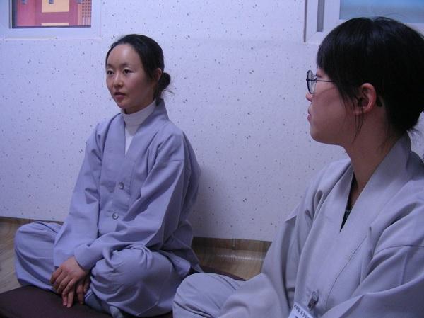 2015년 2월, '49일 문경살이'에 참여한 정혜진 님 (왼쪽)