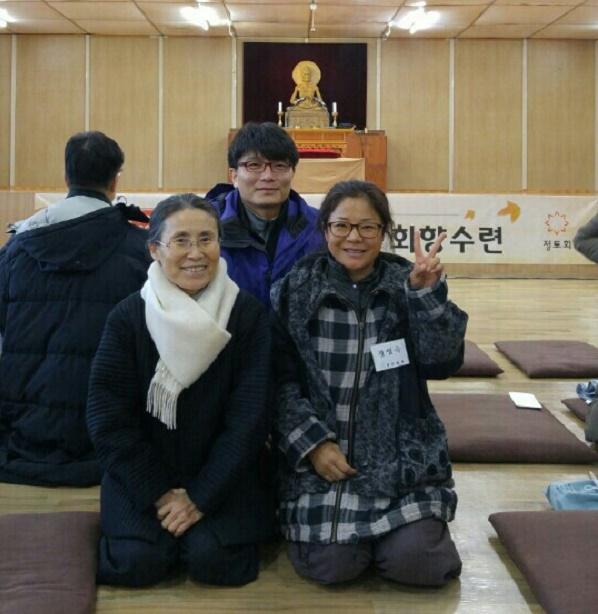 환한 미소로 저희를 행복하게 해 주시는 김남순님(왼쪽)
