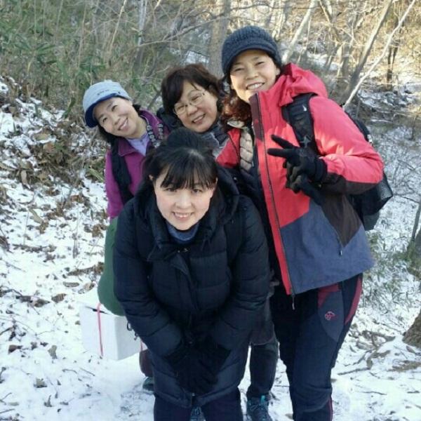 하얀 눈밭에서~~(맨 앞쪽:김민정 님)