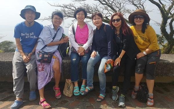졸업여행: 왼쪽부터 김경필, 고명주, 김동주, 성미연, 심미란, 방콕 총무 황소연 님