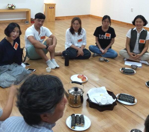 경전반 입학식을 마치고 선배 도반들과의 나누기 시간(왼쪽부터 이미진, 김상신, 박지나, 정소라, 우명희 님)