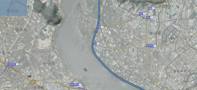 자유로를 따라 오면 임진강이 아니라 한강을 사이에 둔 김포지역