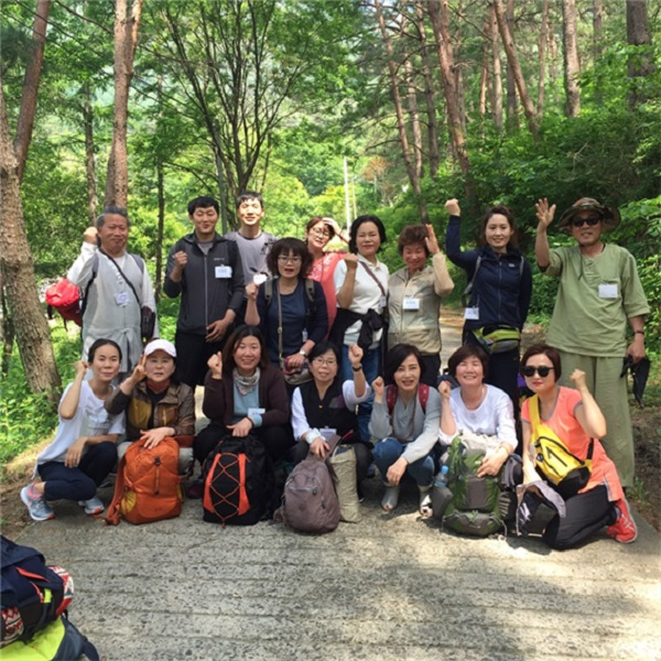 2016년 봄불교대학 문경 특강 수련에서 (뒷줄 제일 왼쪽이 윤득규 님)