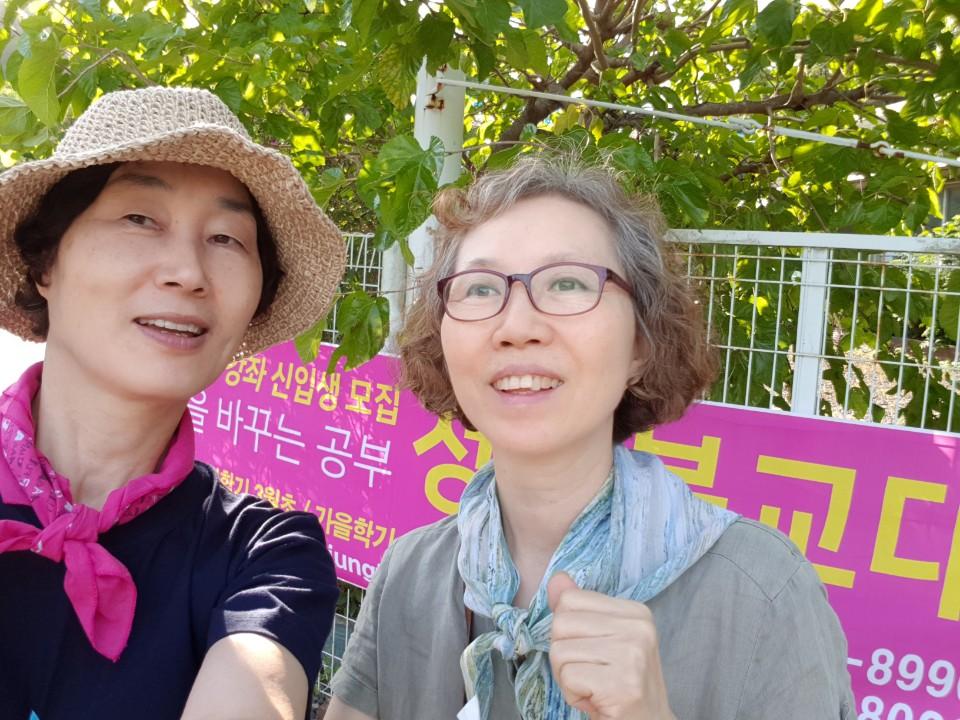 2018년 가을불교대학 홍보 때 (오른쪽이 정상일 님)
