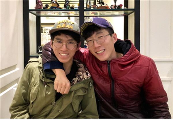 김갑우 님(왼쪽/동생)과 김갑구 님(오른쪽/형) - 우리는 형제입니다!