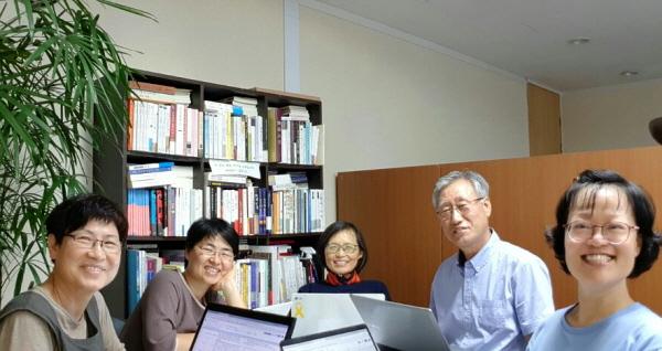 상임위원회 자원활동분과 회의 중인 권교중 님(오른쪽에서 두 번째)
