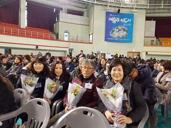 19기 경전반 졸업식. 도반들과 함께(제일 왼쪽 조둘이 님)
