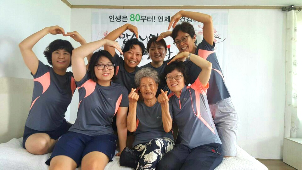 이제 저희집 모든 가족이 <깨달음의장>을 다녀왔습니다. 친정엄마 팔순기념 가족사진, 인생은 80부터