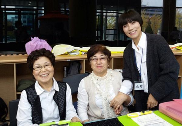 강연 봉사 중인 왼쪽부터 한민자 님, 원종육 님, 김은진 님.