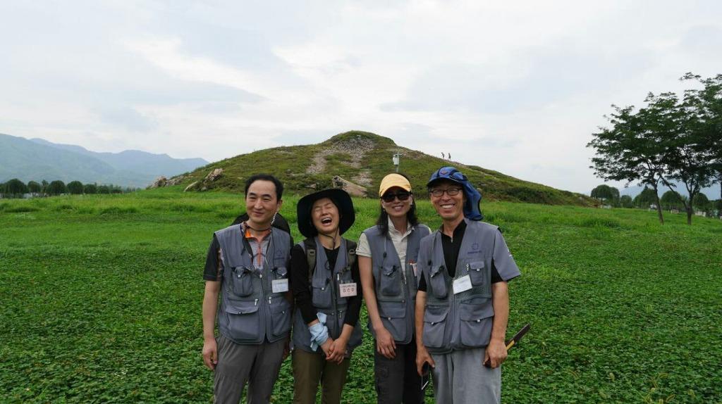 천안법당 도반들과 동북아 역사 기행 중, 맨 왼쪽 김영호 님