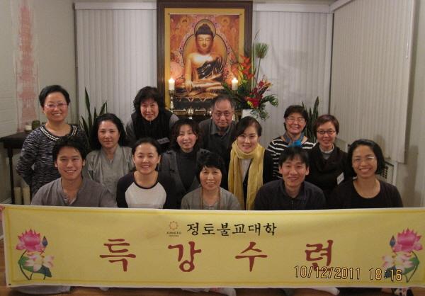 2011년 불교대학 도반들과 (둘째 줄 오른쪽에서 세 번째에 이영숙 님)